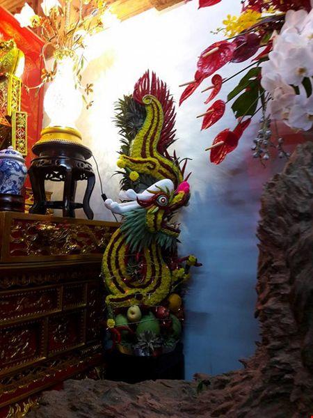 Chi tiet su ruc ro, dat tien khap noi o nha tho To cua Hoai Linh - Anh 12
