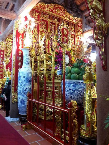 Chi tiet su ruc ro, dat tien khap noi o nha tho To cua Hoai Linh - Anh 17