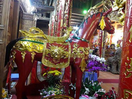 Chi tiet su ruc ro, dat tien khap noi o nha tho To cua Hoai Linh - Anh 22