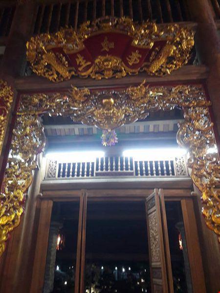 Chi tiet su ruc ro, dat tien khap noi o nha tho To cua Hoai Linh - Anh 25