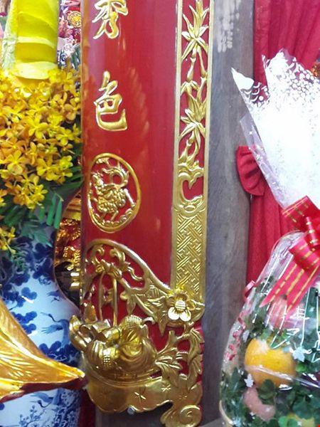 Chi tiet su ruc ro, dat tien khap noi o nha tho To cua Hoai Linh - Anh 28