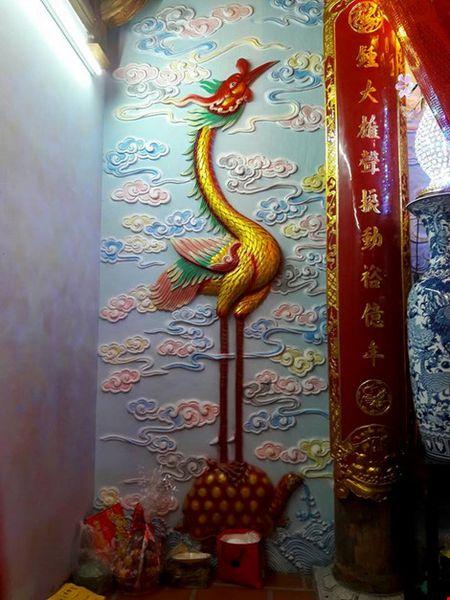 Chi tiet su ruc ro, dat tien khap noi o nha tho To cua Hoai Linh - Anh 29