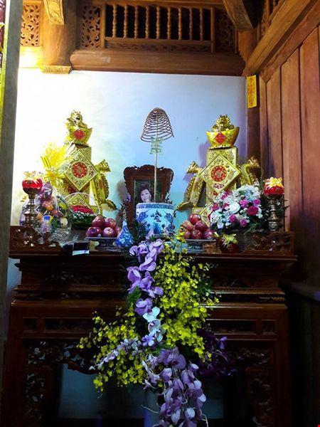 Chi tiet su ruc ro, dat tien khap noi o nha tho To cua Hoai Linh - Anh 6