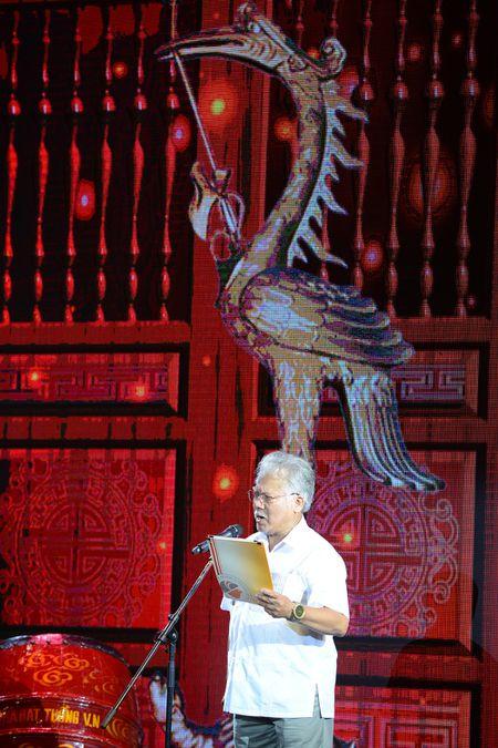 Dam Vinh Hung ra Ha Noi dang huong To nghe san khau - Anh 2