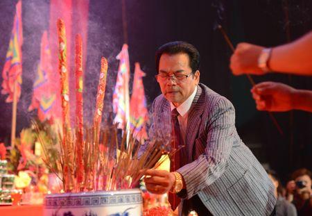 Dam Vinh Hung ra Ha Noi dang huong To nghe san khau - Anh 4