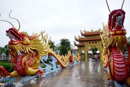 Nha tho To nghe san khau cua Hoai Linh - Anh 1