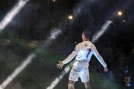 Doi hinh Champions League trong mo do doc gia binh chon - Anh 11