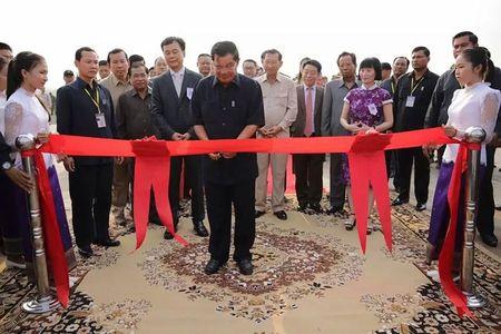 Dau tu ty do, Trung Quoc 'mua' anh huong tai Campuchia - Anh 2