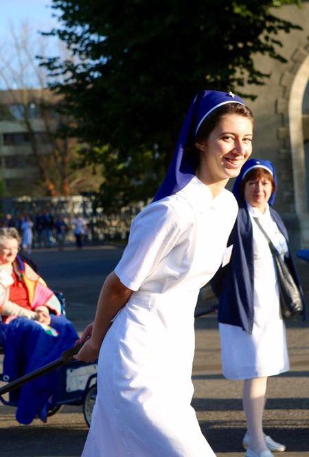 Lourdes (Phap): Tu ngoi lang hoang so den thanh duong du lich - Anh 10