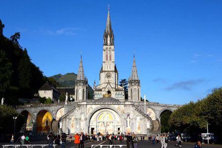 Lourdes (Phap): Tu ngoi lang hoang so den thanh duong du lich - Anh 1