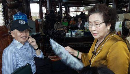 Bo Hoai Linh khoc rong khi con trai xay nha tho tram ti - Anh 2