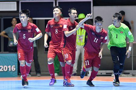 Futsal Viet Nam tao ra con 'dia chan' ngay ngay ra quan tai World Cup - Anh 1