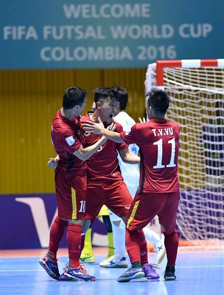 Futsal Viet Nam tao ra con 'dia chan' ngay ngay ra quan tai World Cup - Anh 2
