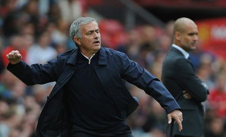 Noi bo Man United luc duc, Mourinho khong dung 'May say toc' - Anh 1