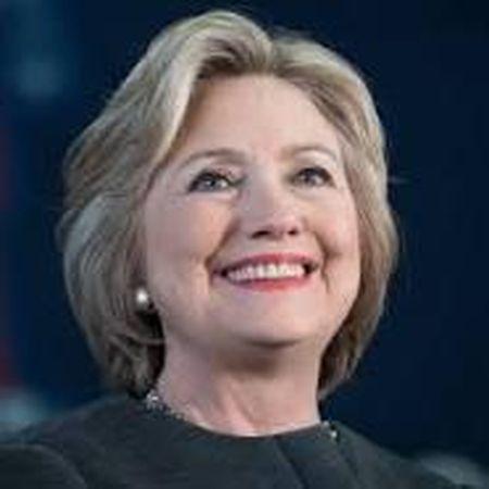 Ba Clinton lan dau trai long ve benh tat - Anh 1