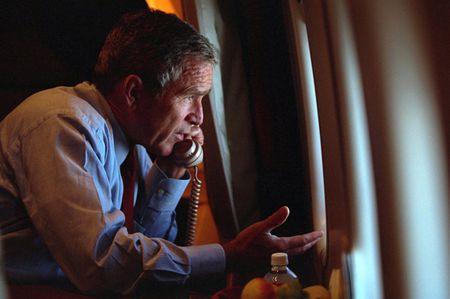 Anh tu lieu: Ben trong chuyen co Tong thong My Bush ngay sau vu 11/9 - Anh 10