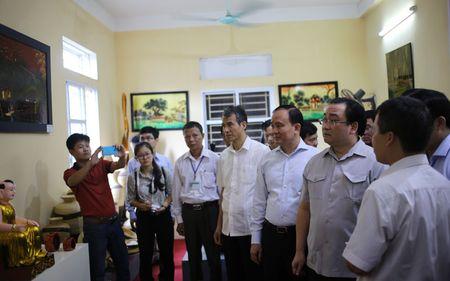 Bi thu Ha Noi dang huong tai Nha tho Anh hung dan toc Nguyen Trai - Anh 10
