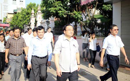 Bi thu Ha Noi dang huong tai Nha tho Anh hung dan toc Nguyen Trai - Anh 8