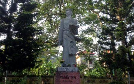 Bi thu Ha Noi dang huong tai Nha tho Anh hung dan toc Nguyen Trai - Anh 9