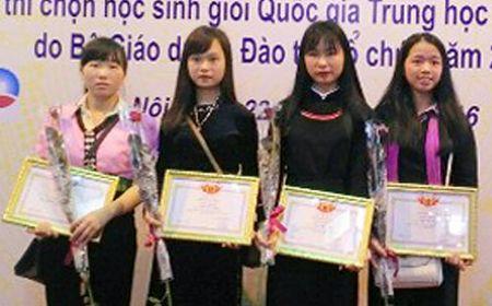 Nu sinh dan toc Dao va hanh trinh chinh phuc uoc mo - Anh 5
