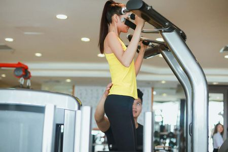 Ngam chan dai Ngoc Chau goi cam tap gym - Anh 14