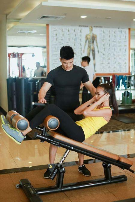Ngam chan dai Ngoc Chau goi cam tap gym - Anh 15
