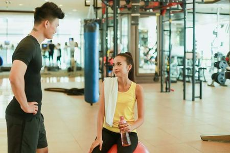 Ngam chan dai Ngoc Chau goi cam tap gym - Anh 17