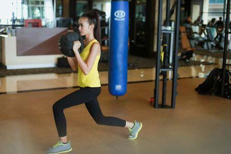 Ngam chan dai Ngoc Chau goi cam tap gym - Anh 4