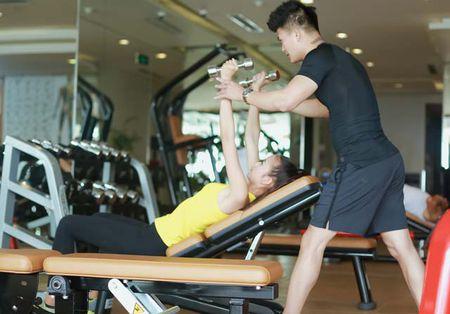 Ngam chan dai Ngoc Chau goi cam tap gym - Anh 7