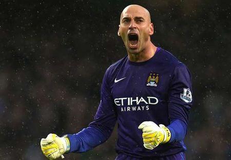 Diem tin chieu 31/10: Trong tai Mark Clattenburg quyet dinh so phan Mourinho, Man City co the chan Messi - Anh 1