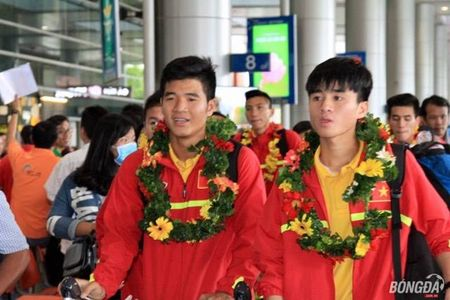 U19 Viet Nam ve nuoc, mung cong, lanh thuong hon 2 ty - Anh 2