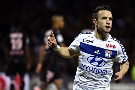 Lyon noi gi ve tin don qua doi cua Mathieu Valbuena? - Anh 1