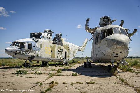 Xot xa dan truc thang khong lo Mi-26 bi vut chong cho - Anh 1