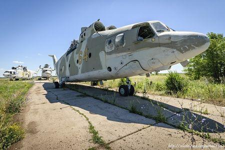 Xot xa dan truc thang khong lo Mi-26 bi vut chong cho - Anh 8