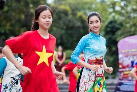 Hoa hau, A hau nhay flashmob o Ho Guom - Anh 4