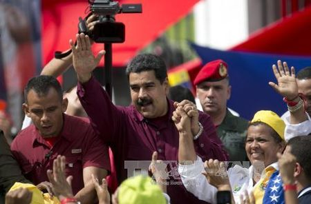 Nha tho keu goi chinh quyen va phe doi lap Venezuela doi thoai khan - Anh 1
