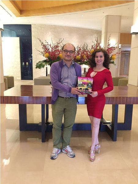 Hoa hau Kim Hong duoc chao don nong nhiet tai Mrs. World 2016 - Anh 1