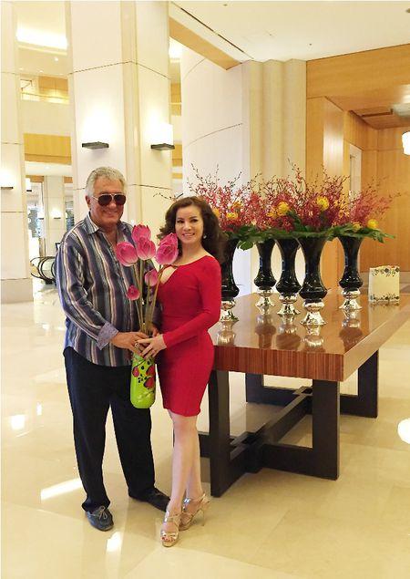 Hoa hau Kim Hong duoc chao don nong nhiet tai Mrs. World 2016 - Anh 2