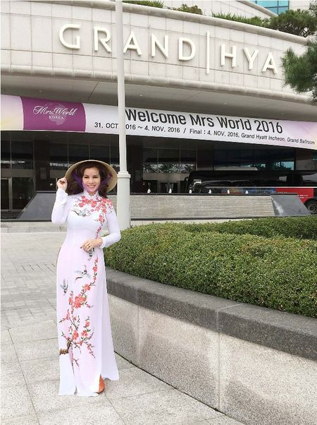 Hoa hau Kim Hong duoc chao don nong nhiet tai Mrs. World 2016 - Anh 4