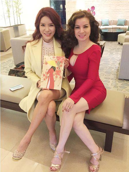 Hoa hau Kim Hong duoc chao don nong nhiet tai Mrs. World 2016 - Anh 7