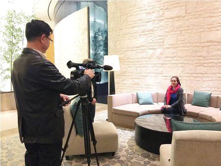 Hoa hau Kim Hong duoc chao don nong nhiet tai Mrs. World 2016 - Anh 8