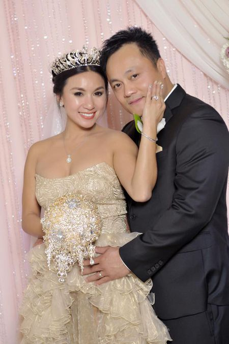 Vbiz 31/10: Tran Thanh - Hari Won dat may ao cuoi, Tang Thanh Ha mang bau con gai - Anh 3