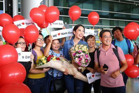 Vbiz 31/10: Tran Thanh - Hari Won dat may ao cuoi, Tang Thanh Ha mang bau con gai - Anh 5