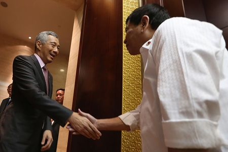 So sanh ong Ly Hien Long voi ong Rodrigo Duterte la khap khieng - Anh 1