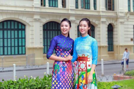 Mac ao dai va quan jeans tai Ho Guom, hoa hau Do My Linh bi fan vay kin - Anh 3