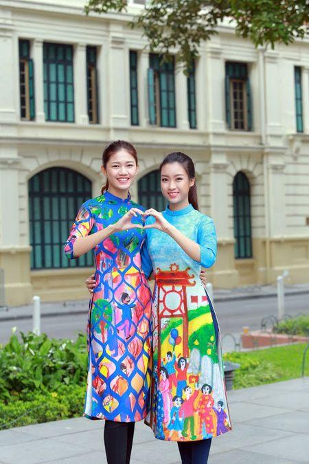 Mac ao dai va quan jeans tai Ho Guom, hoa hau Do My Linh bi fan vay kin - Anh 4