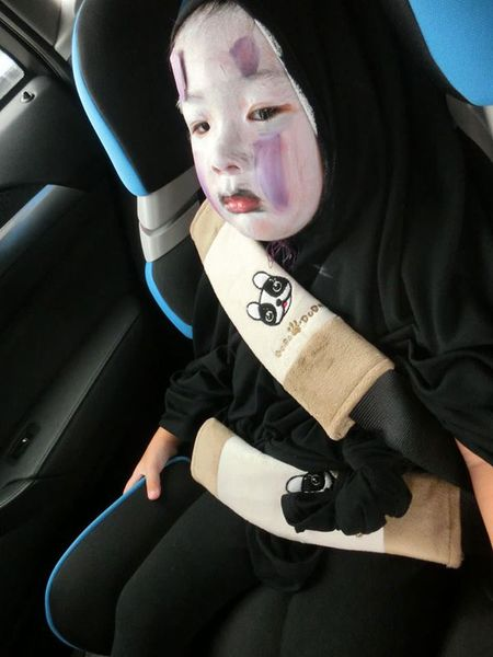 'Vo Dien' hot nhat mua Halloween se khien ban 'cuong' hon voi bo mat that cua co be - Anh 1
