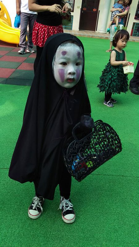 'Vo Dien' hot nhat mua Halloween se khien ban 'cuong' hon voi bo mat that cua co be - Anh 2