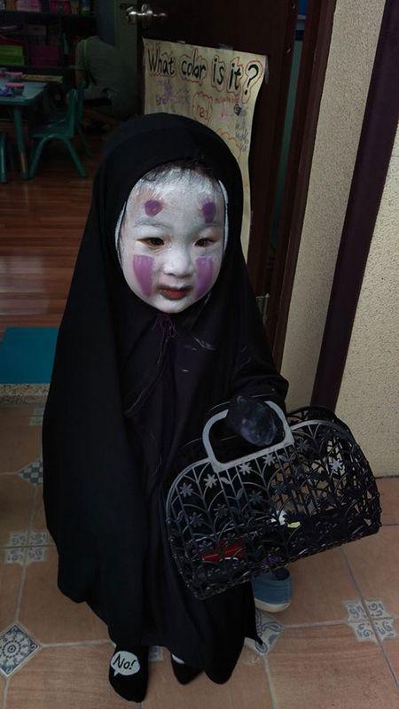 'Vo Dien' hot nhat mua Halloween se khien ban 'cuong' hon voi bo mat that cua co be - Anh 5