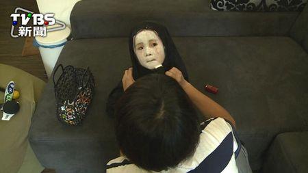 'Vo Dien' hot nhat mua Halloween se khien ban 'cuong' hon voi bo mat that cua co be - Anh 6